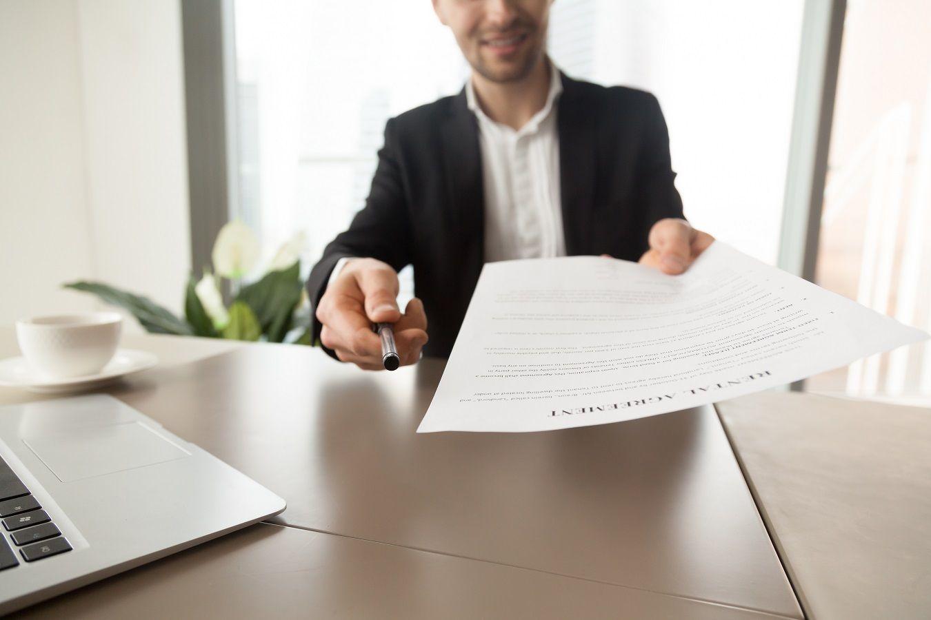 Подпишите договор об аренде и потребуйте подписи арендодателя