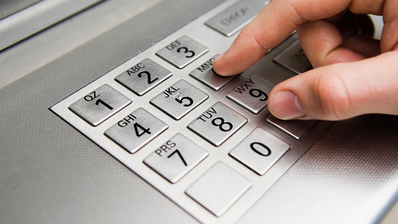 Как поменять ПИН-код в банкомате